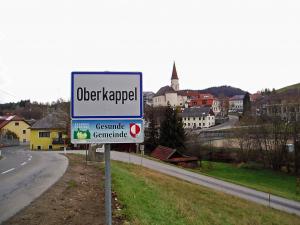 Oberkappel liegt im obersten Mühlviertel im Bezirk Rohrbach und grenzt direkt an Bayern. Mit nur 712 Einwohnern zählt es zu den kleineren Gemeinden Österreichs.
